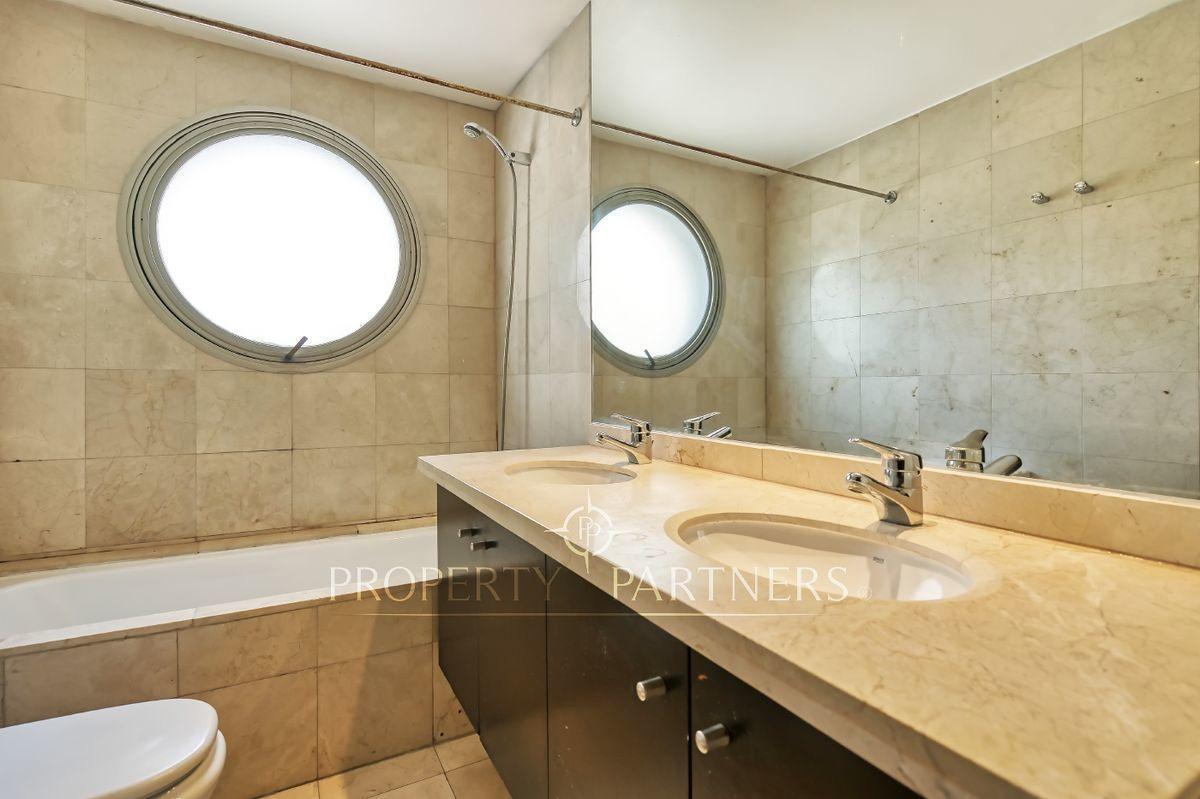 12 de 16: Baño en suite dormitorio principal