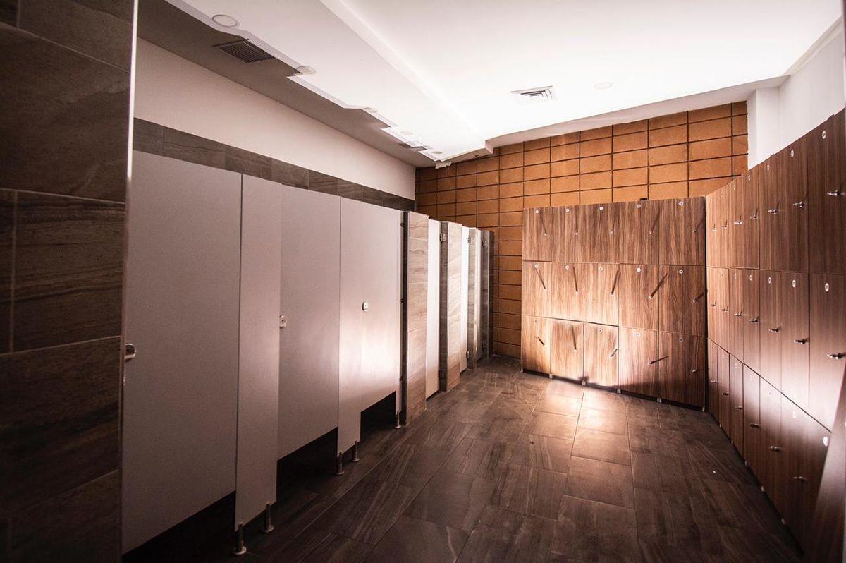8 de 14: Interior de 4 Baños  el local cuenta con 8 baños