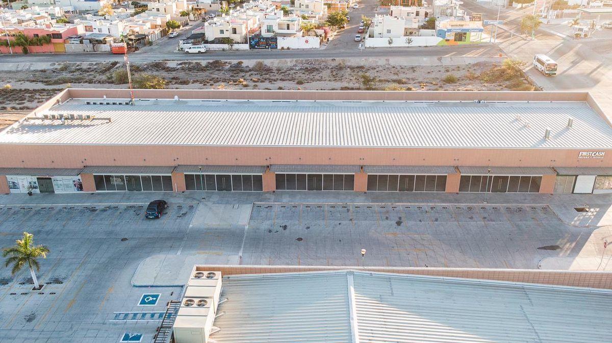 5 de 11: Vista aérea del edificio locales del 4 al 10