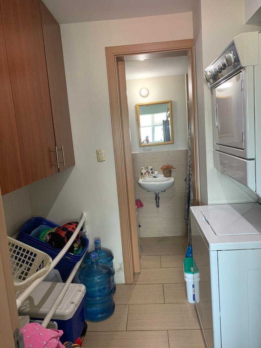 17 de 18: área de lavandería y baño servicio