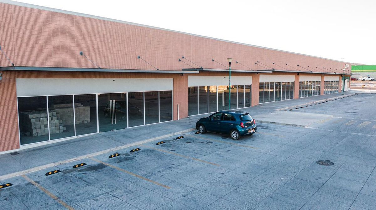 5 de 12: Vista frontal de local 8