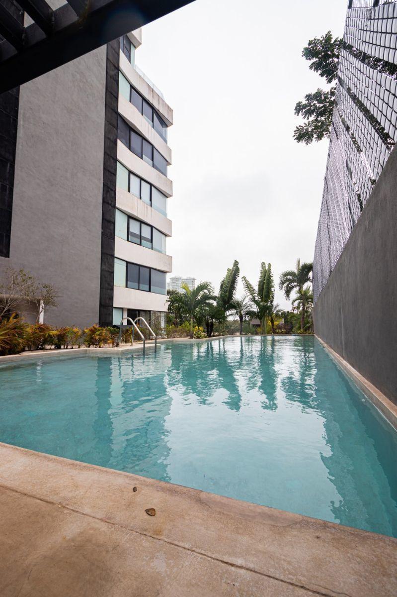 3 de 35: piscina