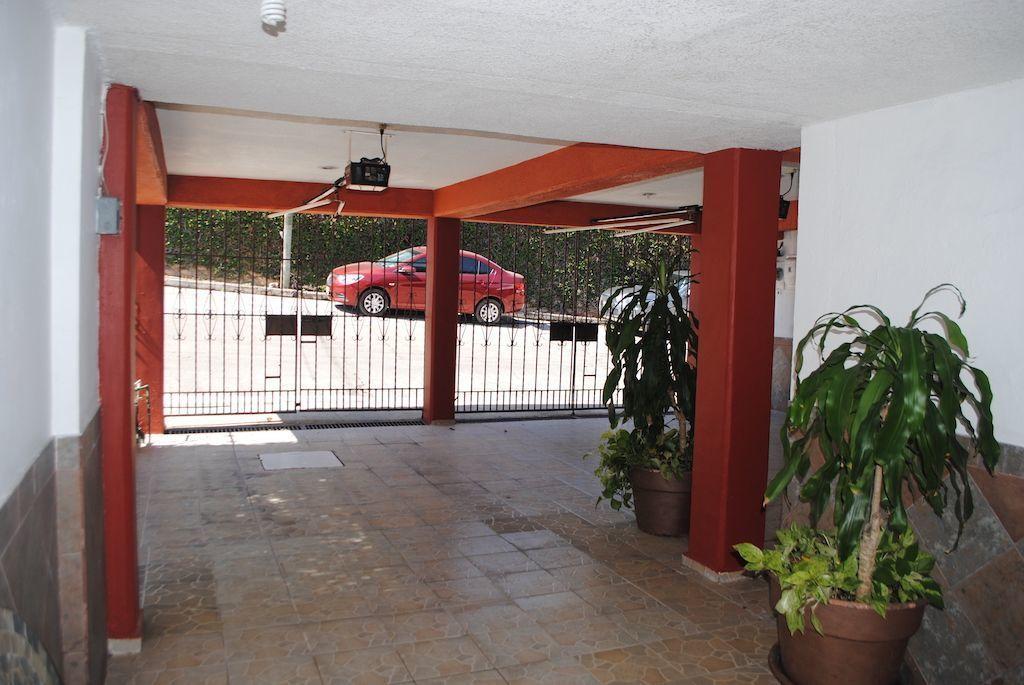 21 de 22: Garage con portones eléctricos