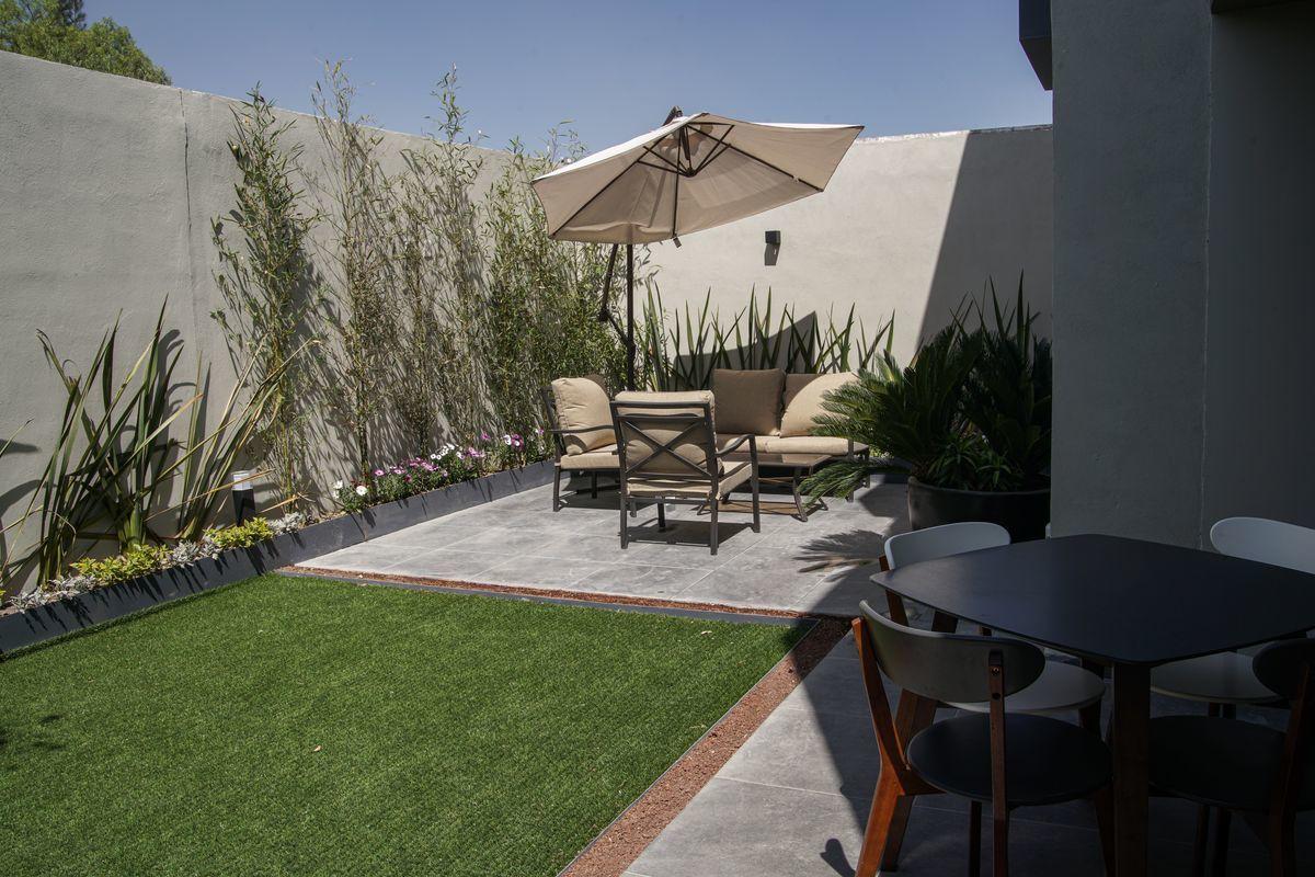 20 de 26: Jardín y Terraza