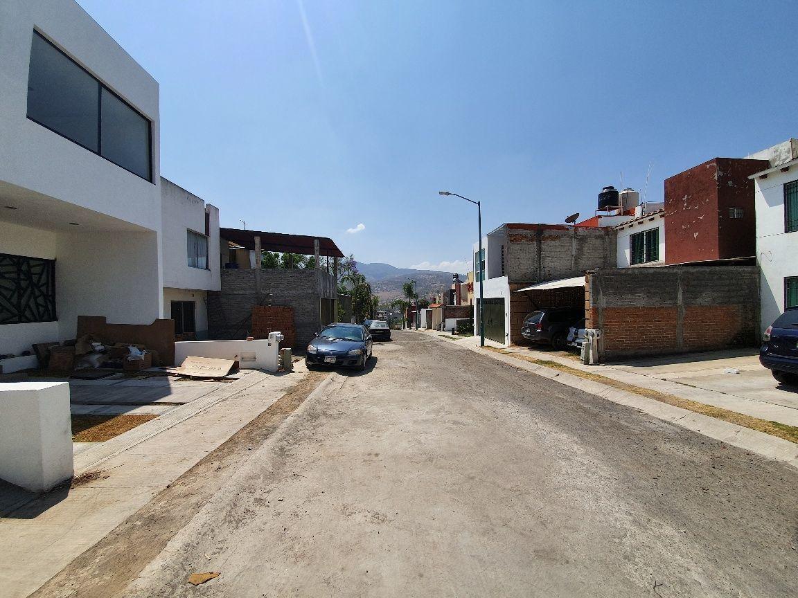 12 de 13: Vista 2 calle