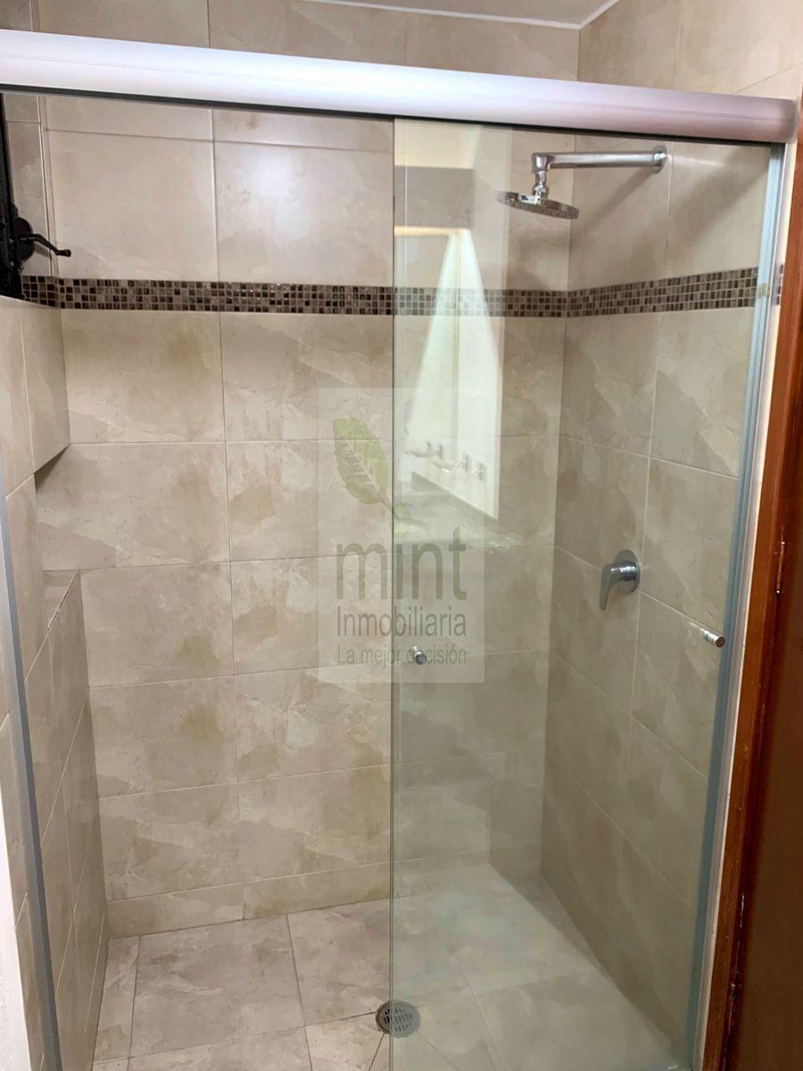 13 de 27: Baño Completo Recámara Secundaria / Área Social