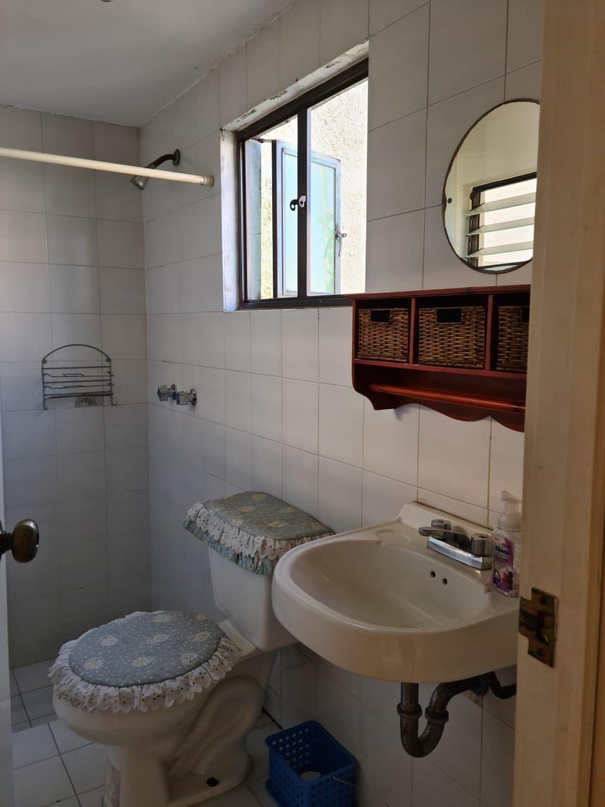 18 de 18: Baño cuarto de servicio