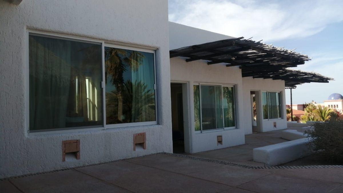 6 de 19: Habitaciones con Vista al Mar.  Rooms with Sea View.