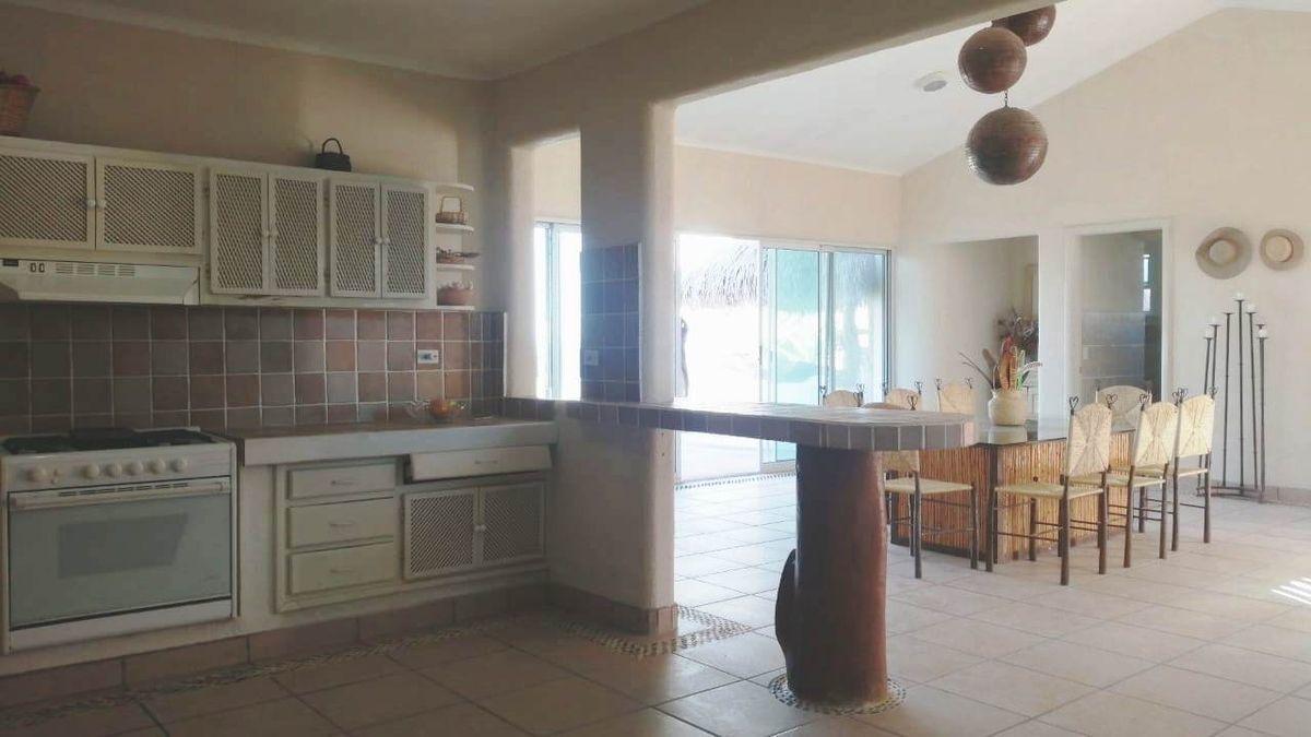 15 de 19: Cocina con vista al Comedor Principal. kitchen with dinning