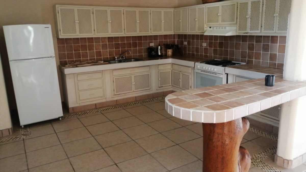16 de 19: Vista  Frontal de la Cocina  Kitchen From View.