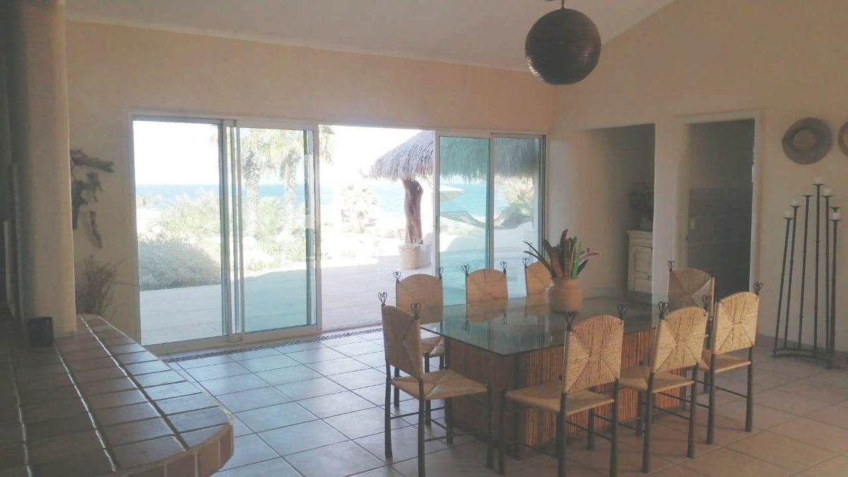 17 de 19: Vista de Barra y Comedor . View of Bar and Dinning Room.