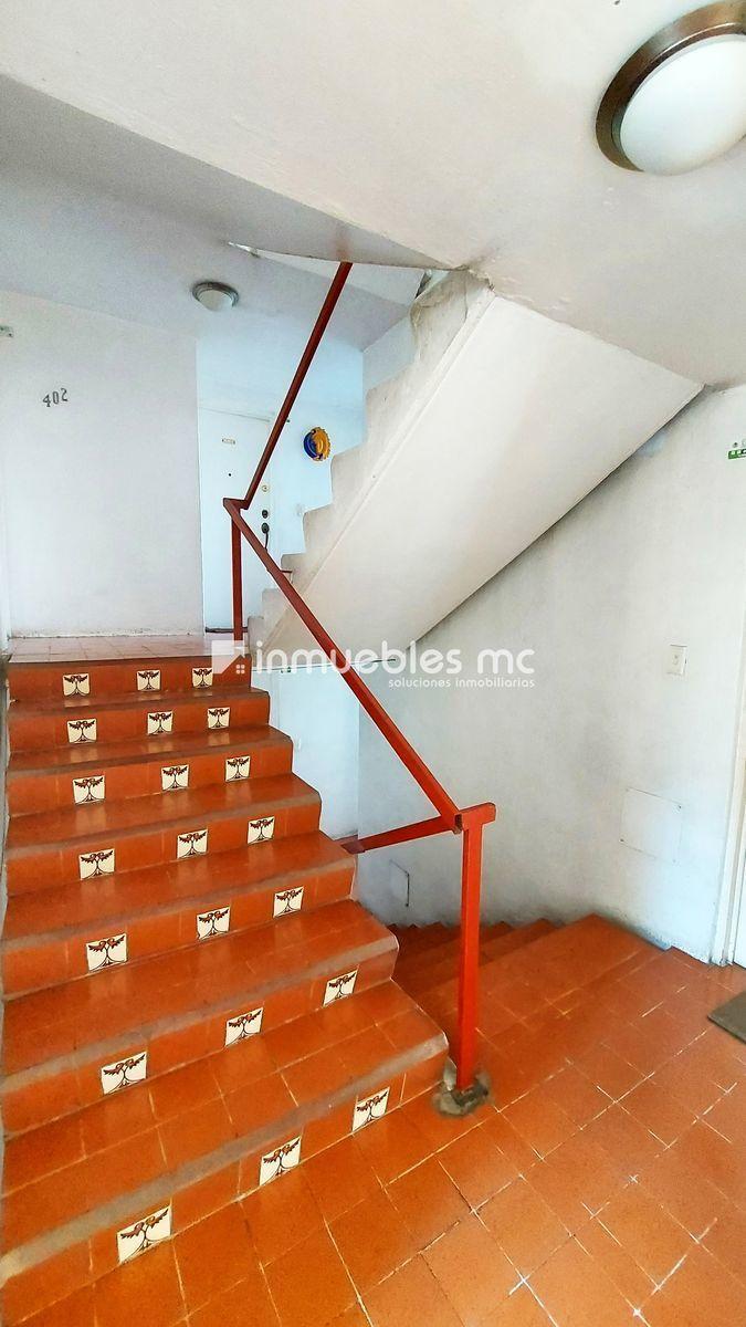 15 de 20: acceso escaleras