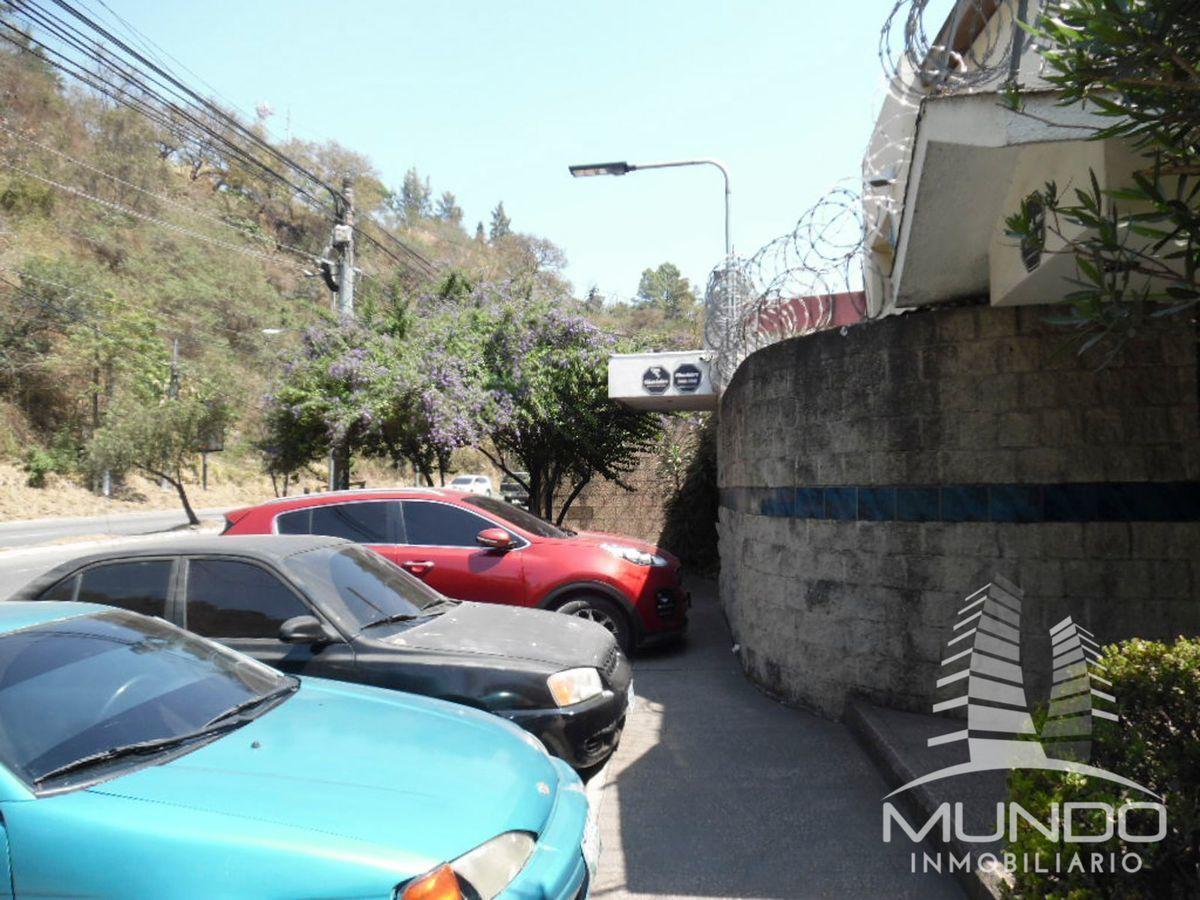 1 de 15: Tres estacionamientos