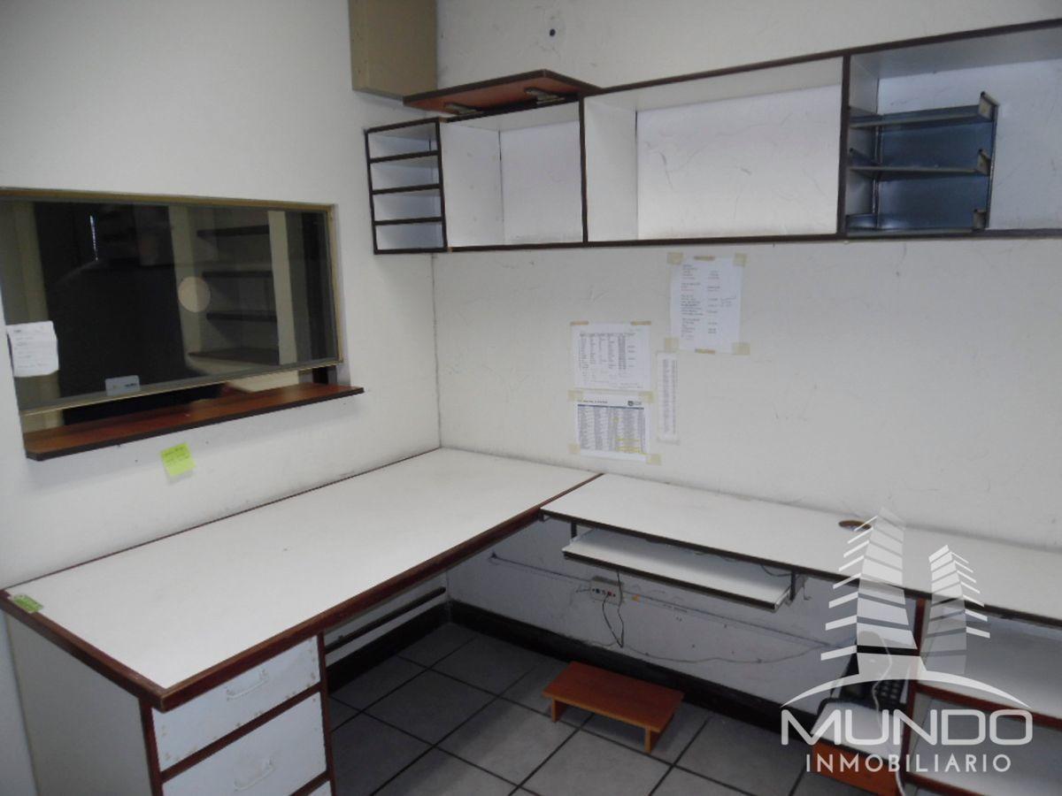 13 de 15: Vista interior de oficina