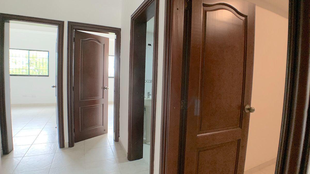 7 de 18: Area entre las habitaciones y acabados de madera