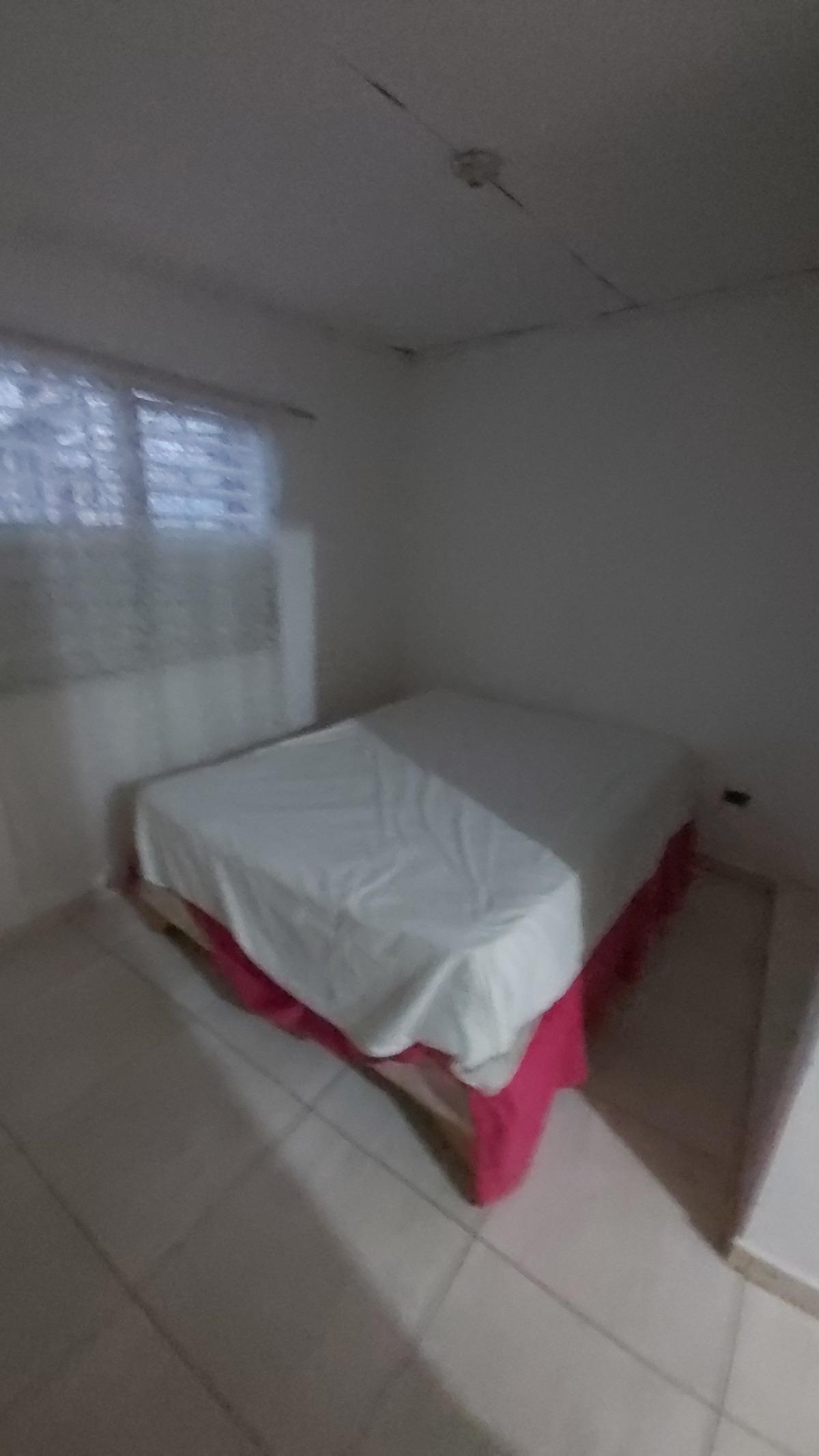 2 de 9: Cama en habitación 3, al lado de la cocina