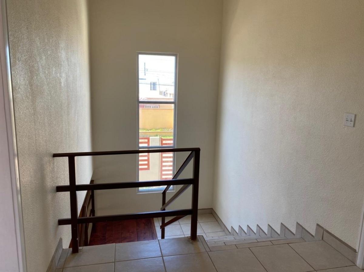 14 de 35: iluminación principal en escaleras