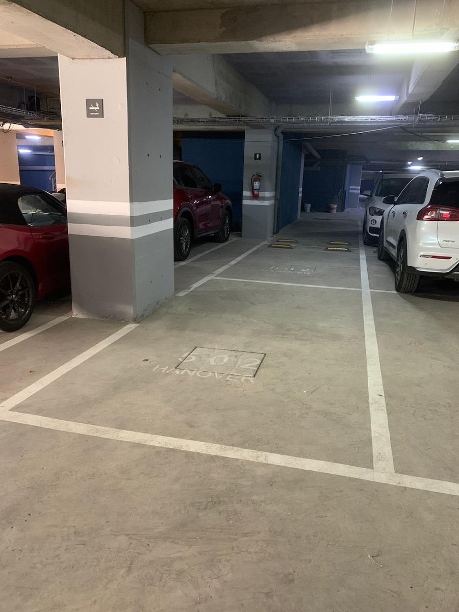 28 de 32: Estacionamiento