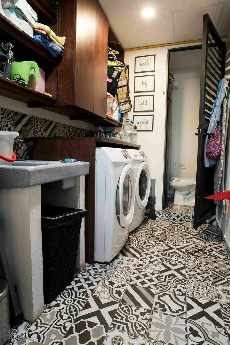 18 de 24: Área de lavado con medio baño