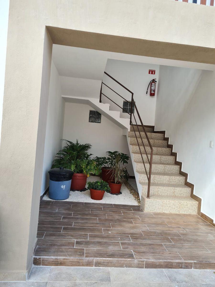 11 de 12: Escaleras