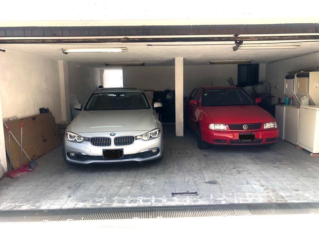 7 de 19: Estacionamiento 2 autos techados, portón eléctrico