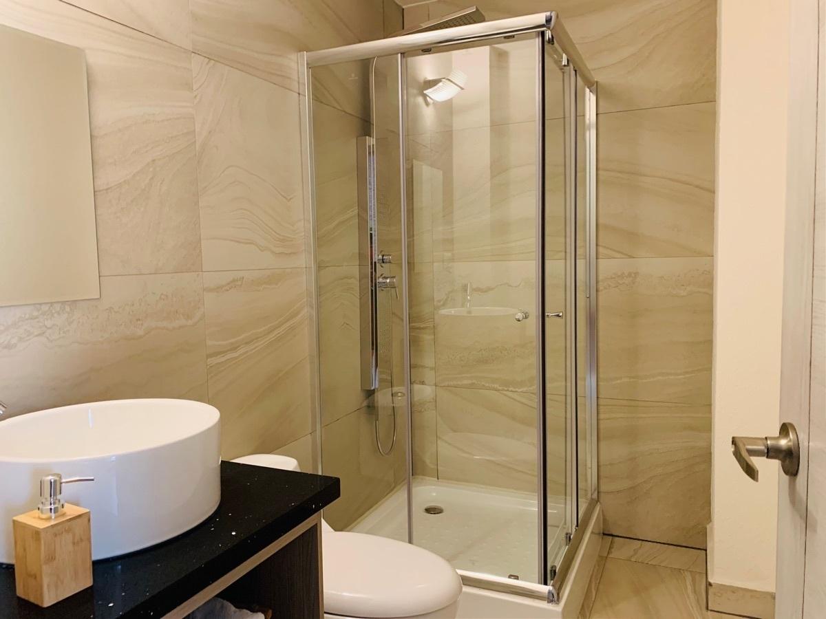 7 de 9: Baño principal.