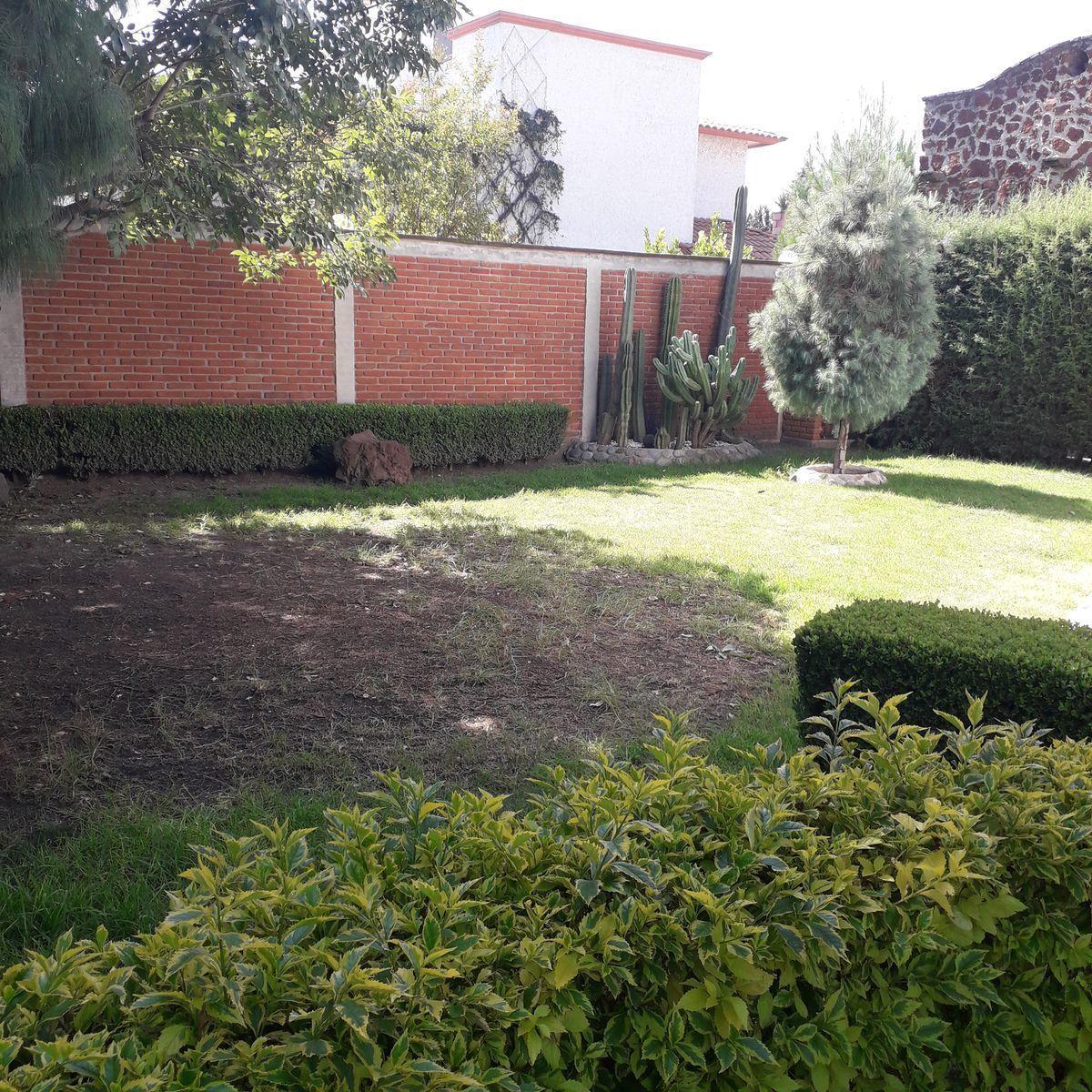 32 de 33: Jardín lateral