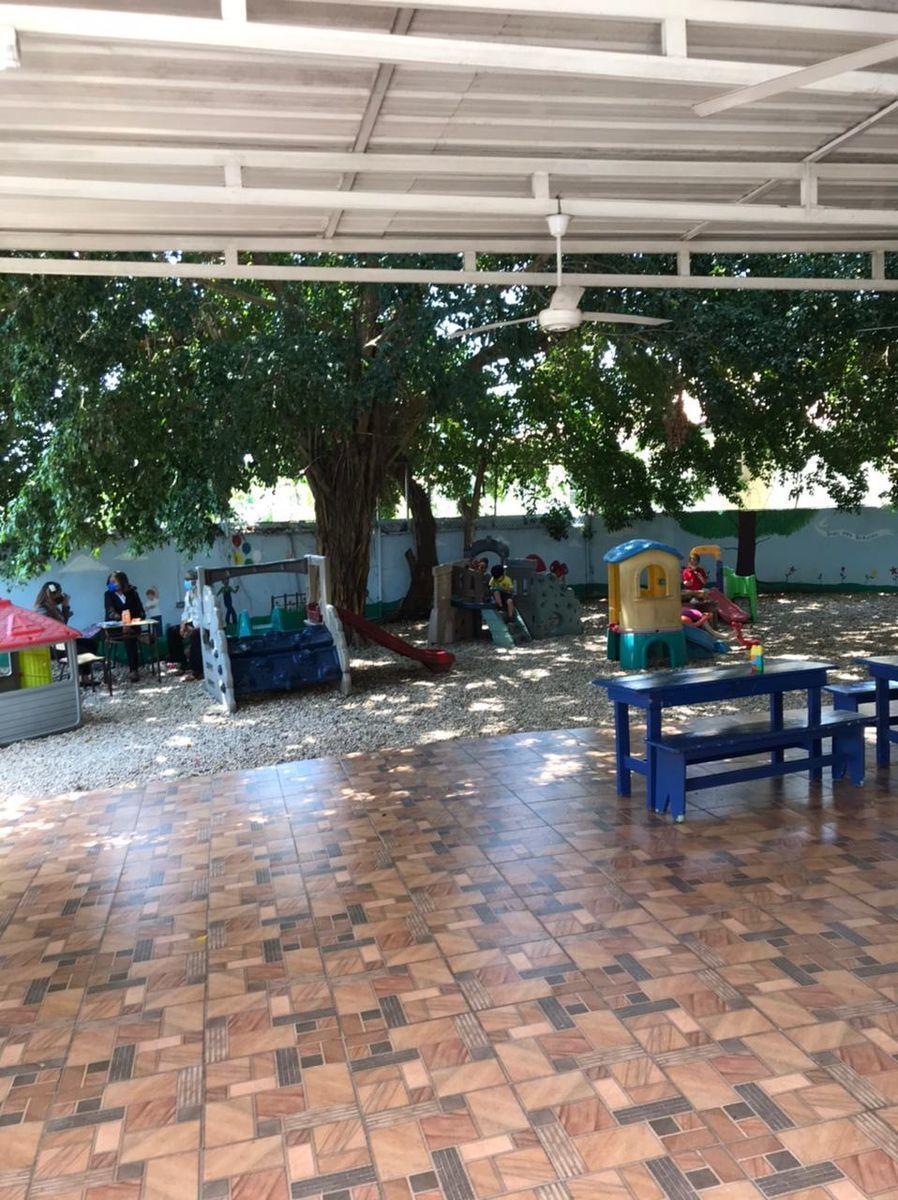 2 de 10: Área Infantil