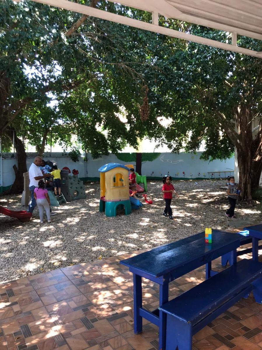 8 de 10: Área  Infantil