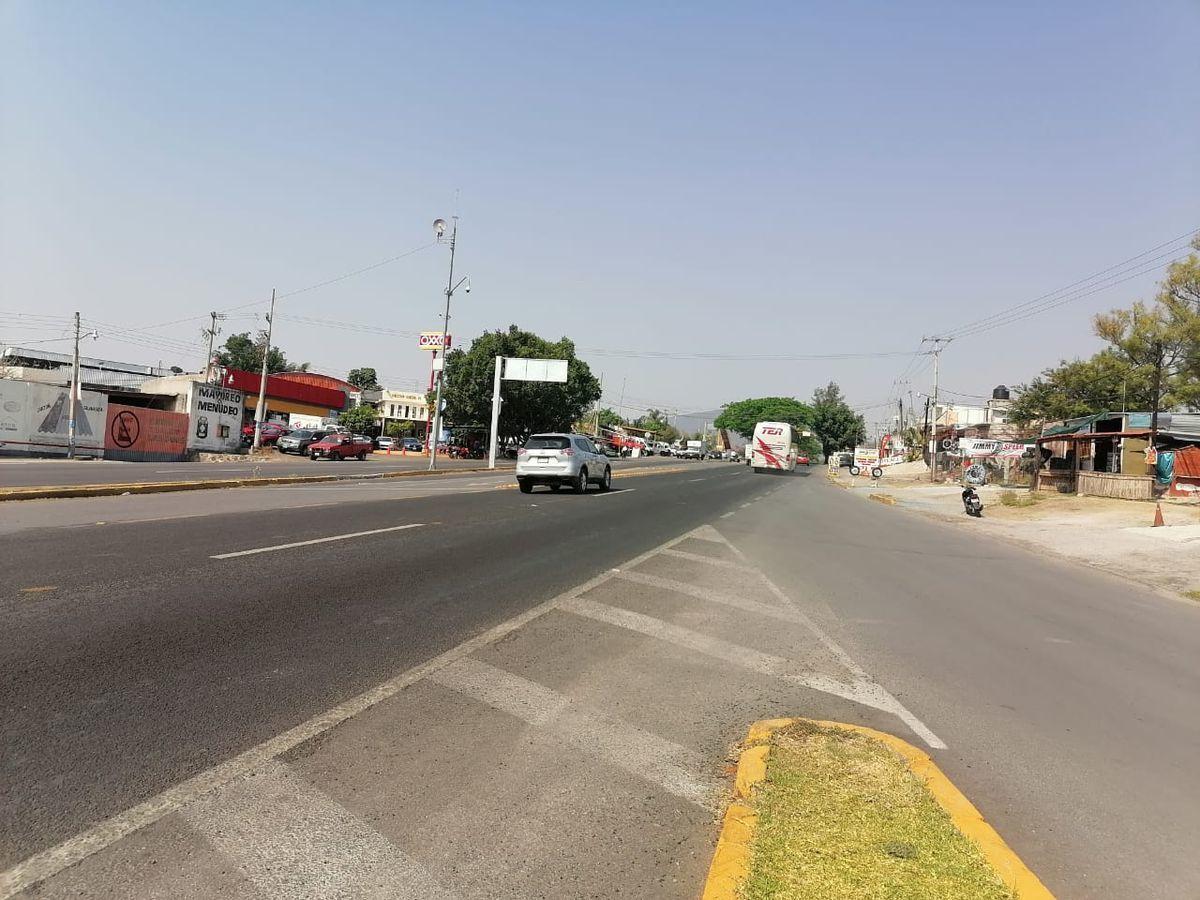 3 de 5: frente a carreteras principales como Cuernavaca - Cuautla