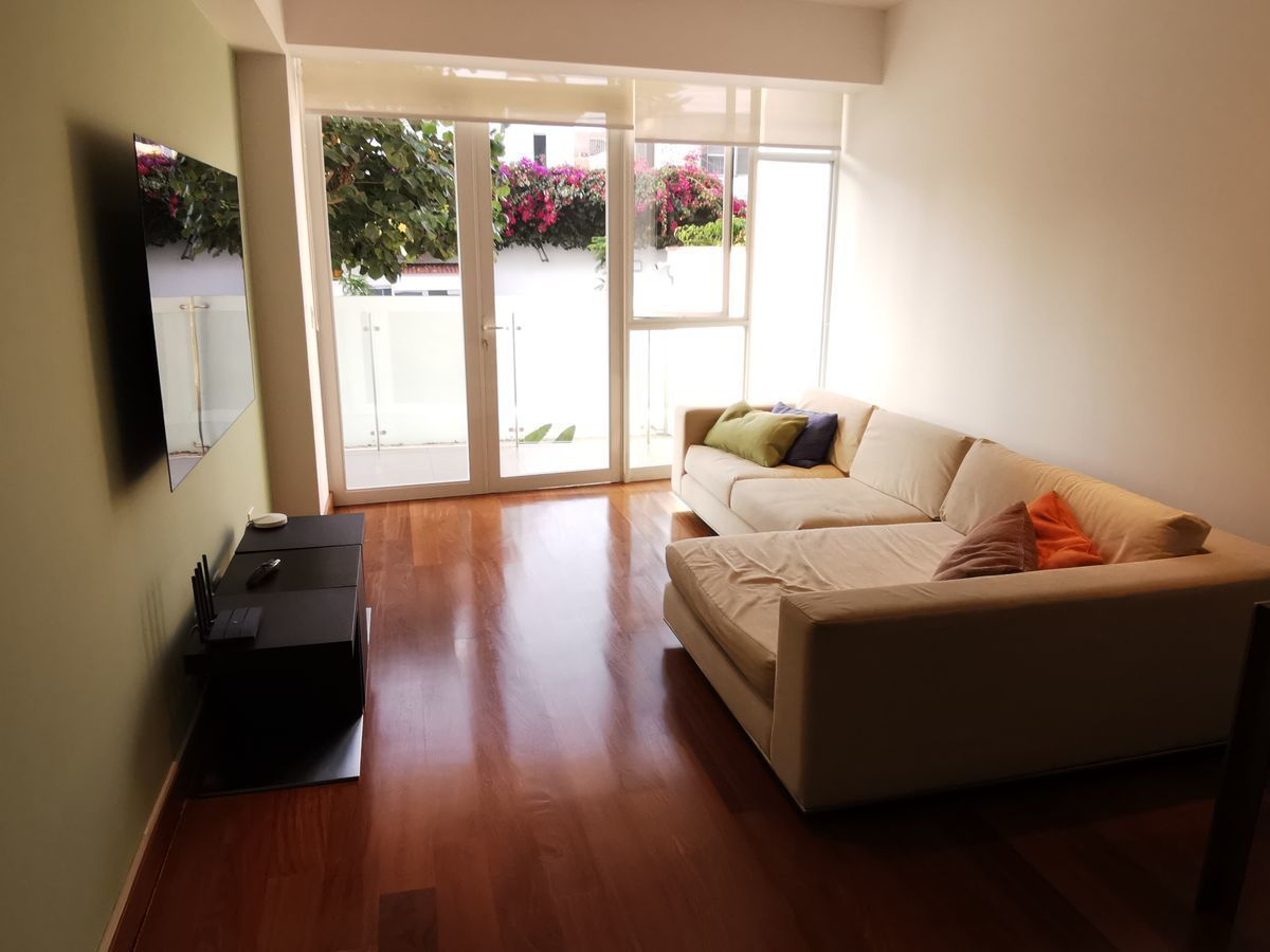 21 de 41: Sala de estar con salida a balcón y hermosa vista a verde