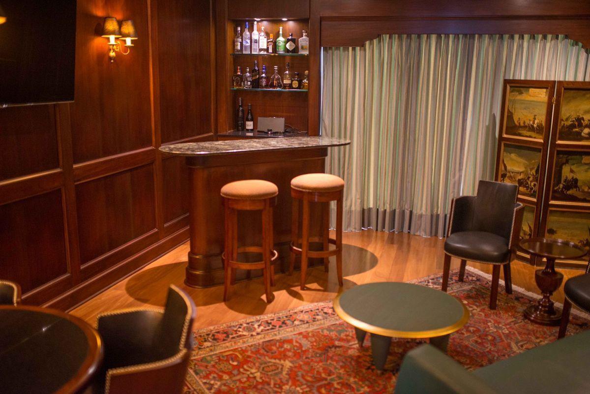 5 de 41: Elegante Bar estilo inglés con finísimos acabados