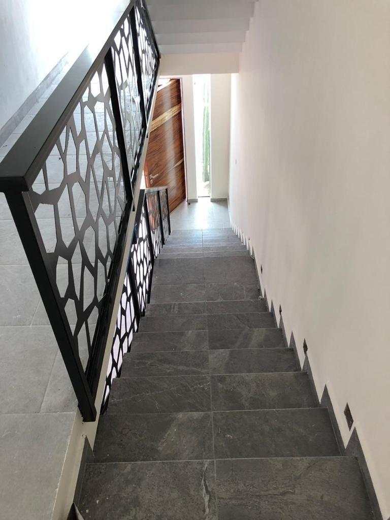 18 de 26: Escaleras