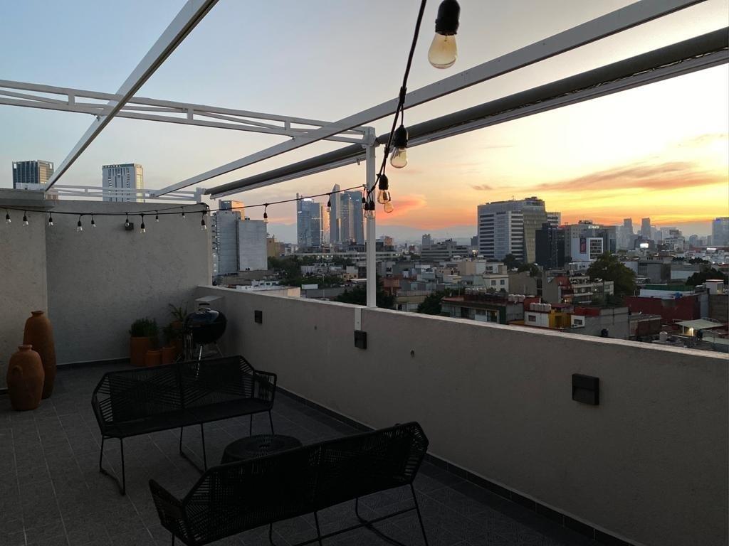 12 de 15: Terraza privada con vista panorámica y techo retractil