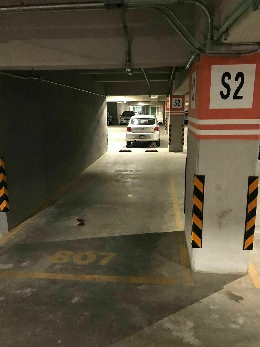 20 de 28: Estacionamientos