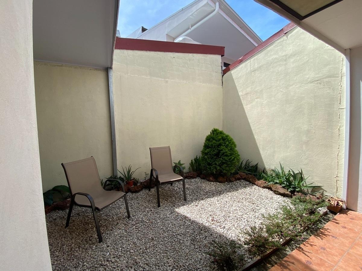 11 de 15: Terraza y patio