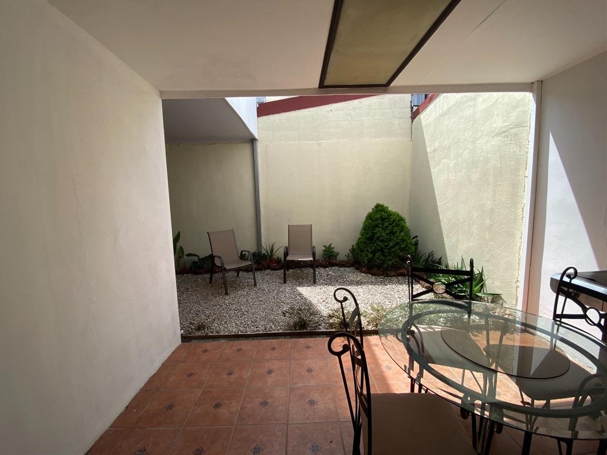 10 de 15: Terraza y patio