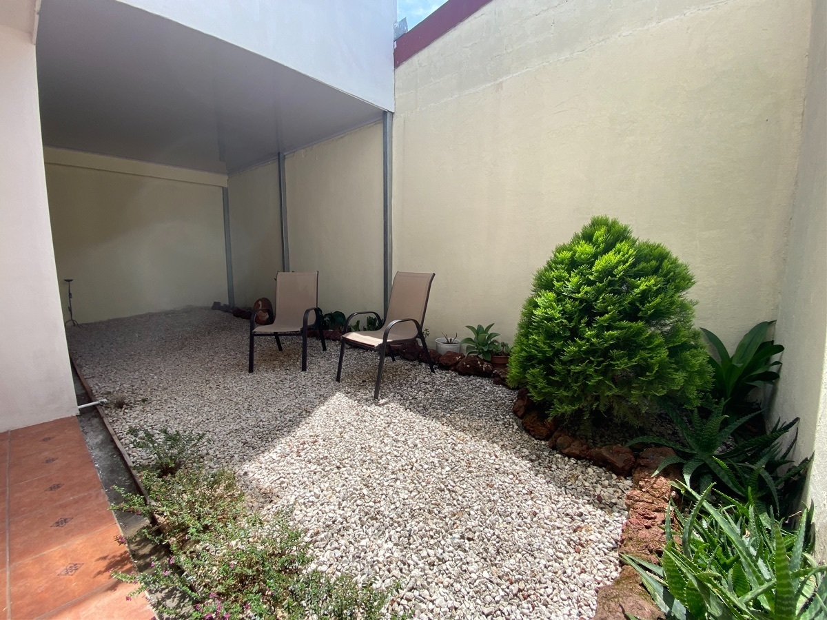 12 de 15: Amplio y acogedor patio