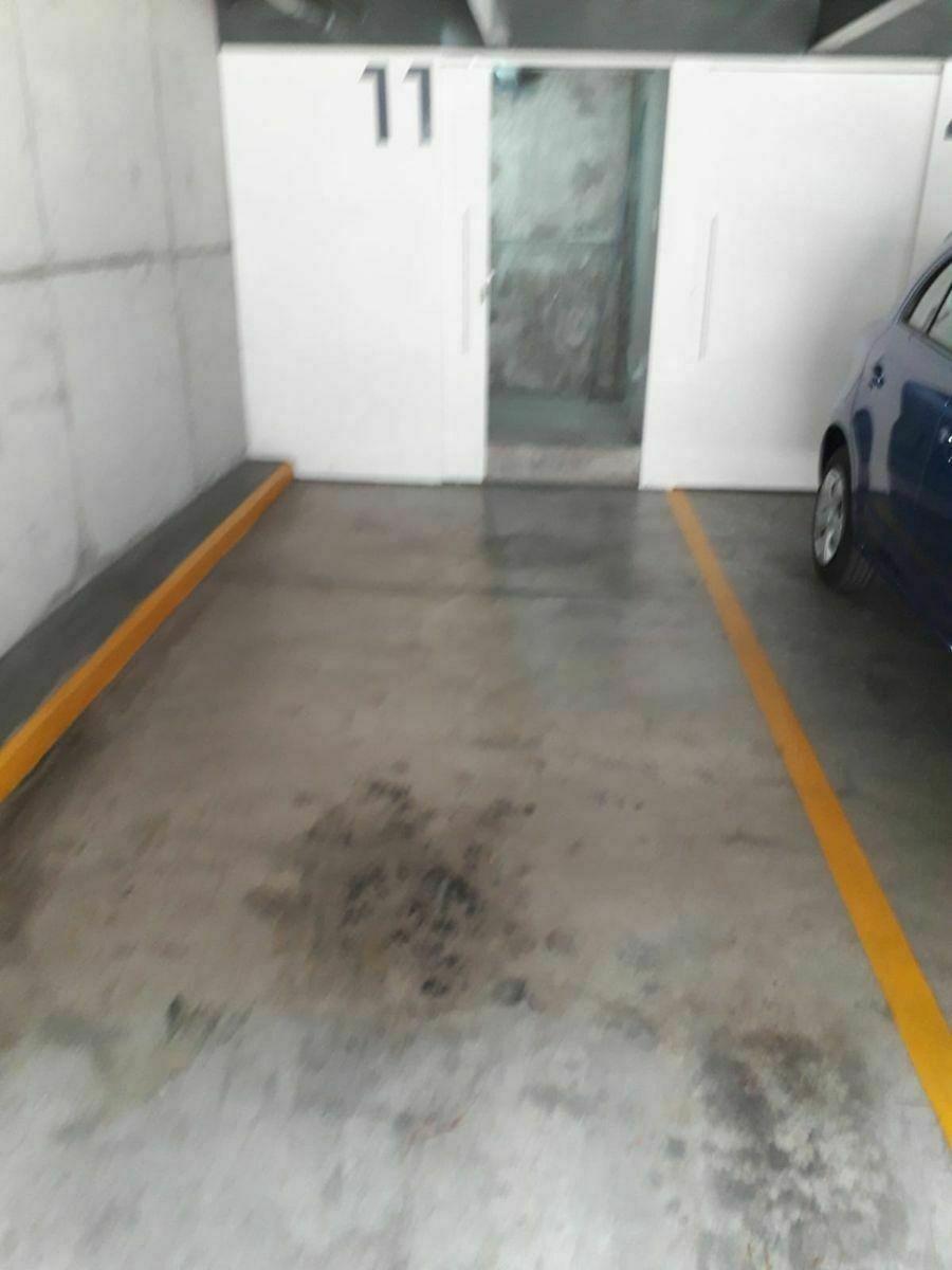 8 de 8: Lugar de estacionamiento con bodega