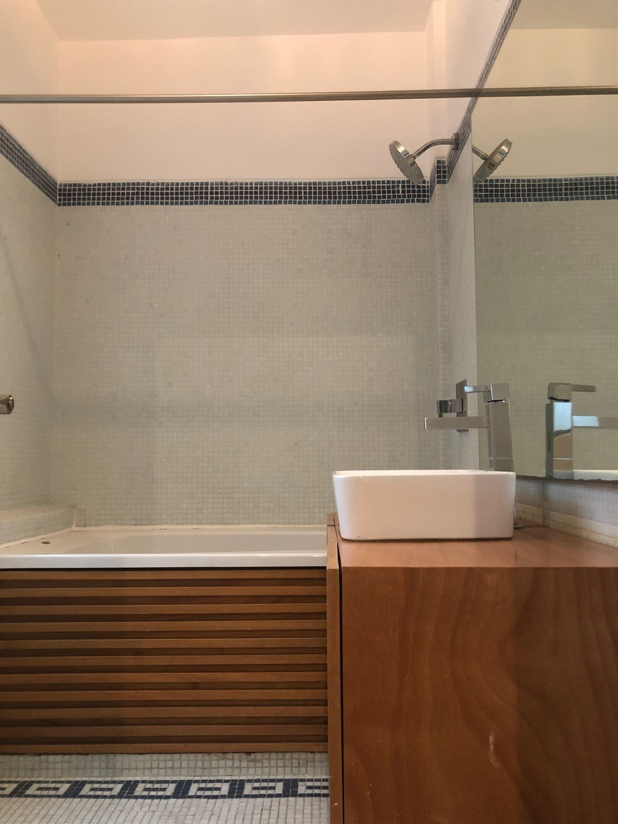 10 de 43: Baño con tina