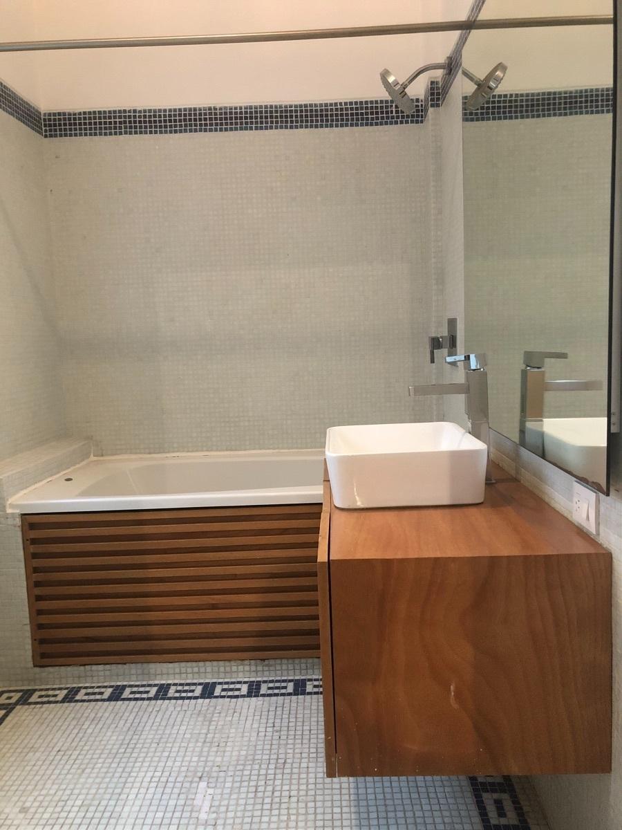 13 de 43: Baño con tina