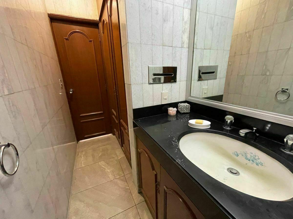 13 de 24: Medio baño para visitas