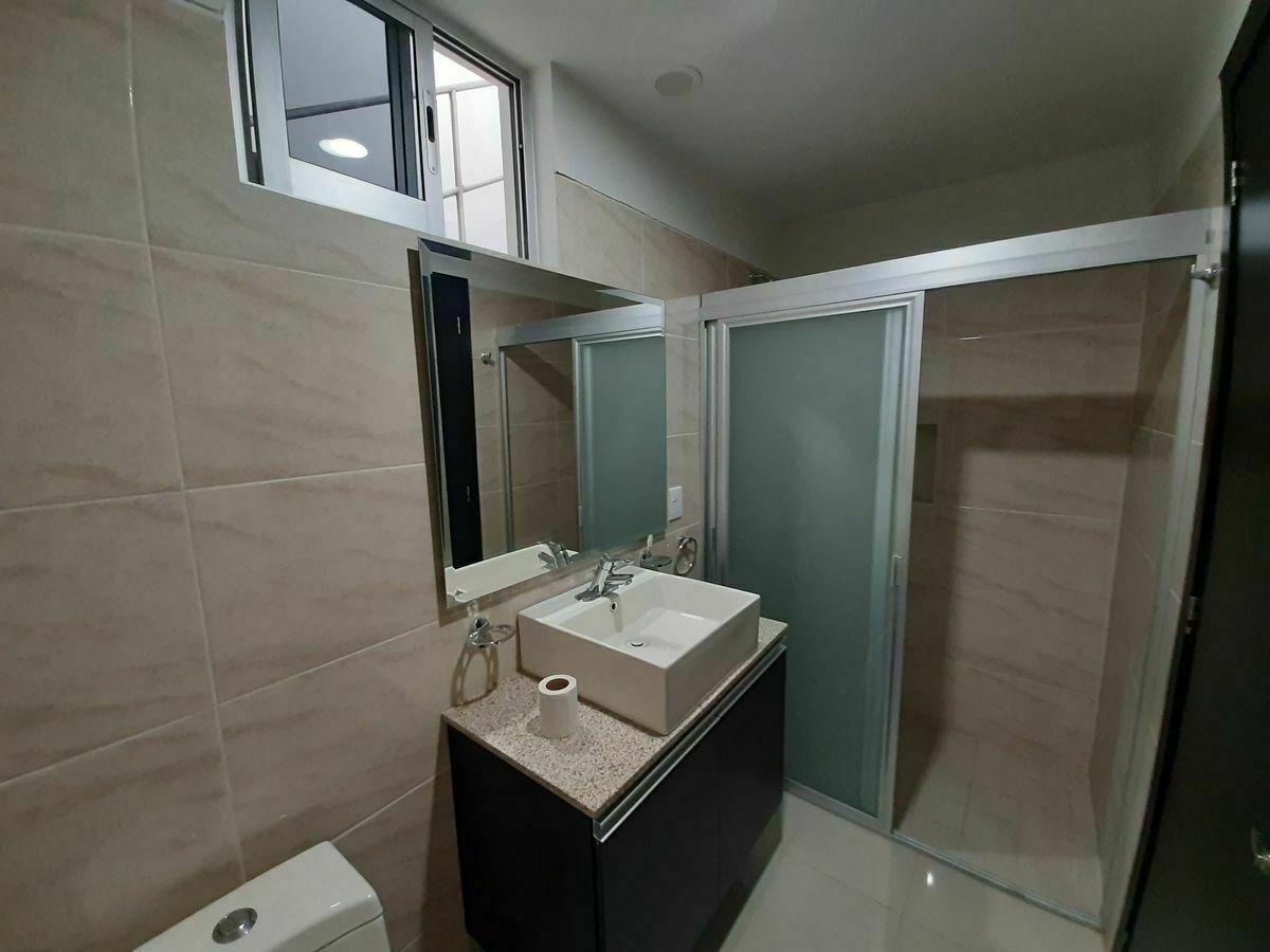 8 de 23: baño completo en planta baja
