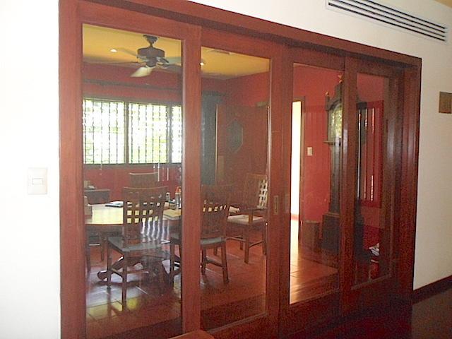 5 de 17: Acabados acceso al comedor cerrado