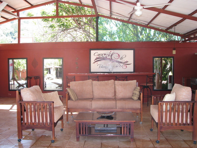 8 of 45: Large rancho with wet bar