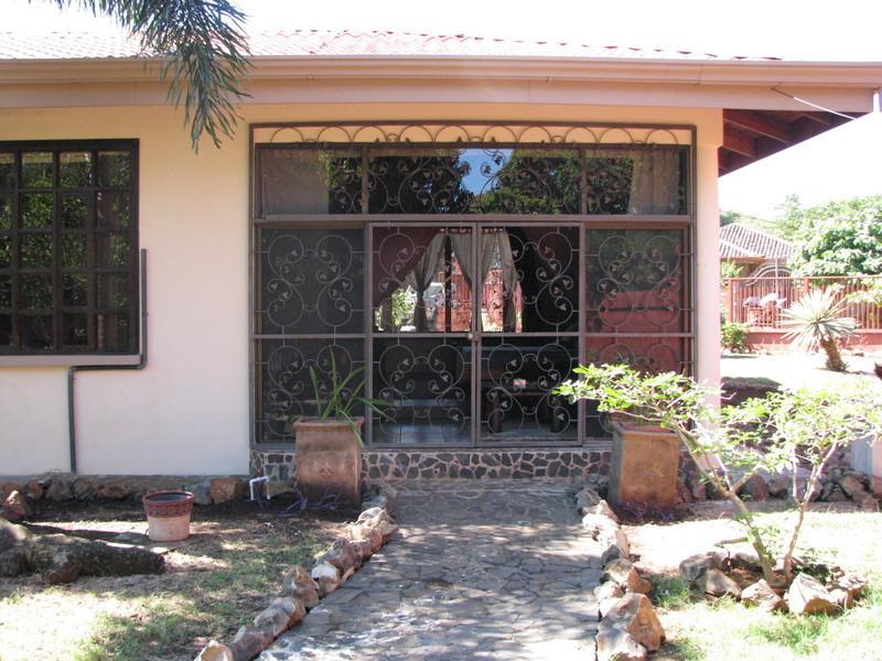35 of 45: Master bedroom slatted garden paths