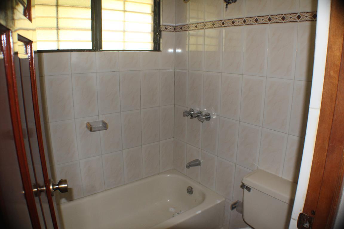 15 de 17: Uno de los baños secundarios