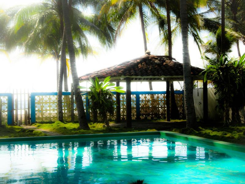 Rancho de playa frente al mar con dos piscinas en playa for Piscina de san blas