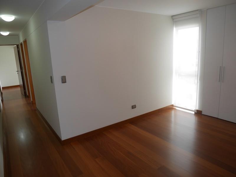 28 de 32: Family Room de buen tamaño