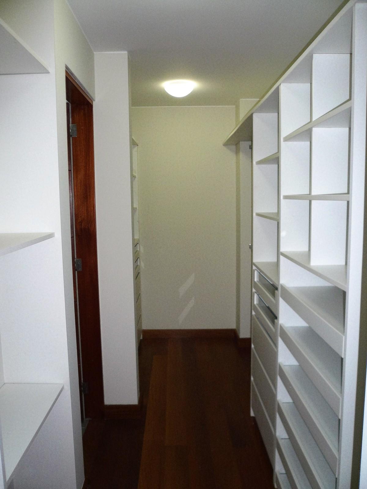 18 de 32: Walk in closet dormitorio principal